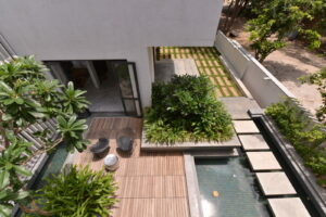 courtyard-deck-over-water-body-accessed-from-the-living-room