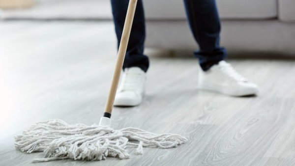 care-cleaning_mop-clean-shutterstock_564048700-800x450